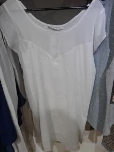 El verano pide blanco. Y pide vestido blanco.