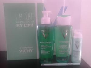 1) Gel de limpieza profunda 2) Loción astringente purificante 3) Skin Correcto 4) Stick Secante S.O.S